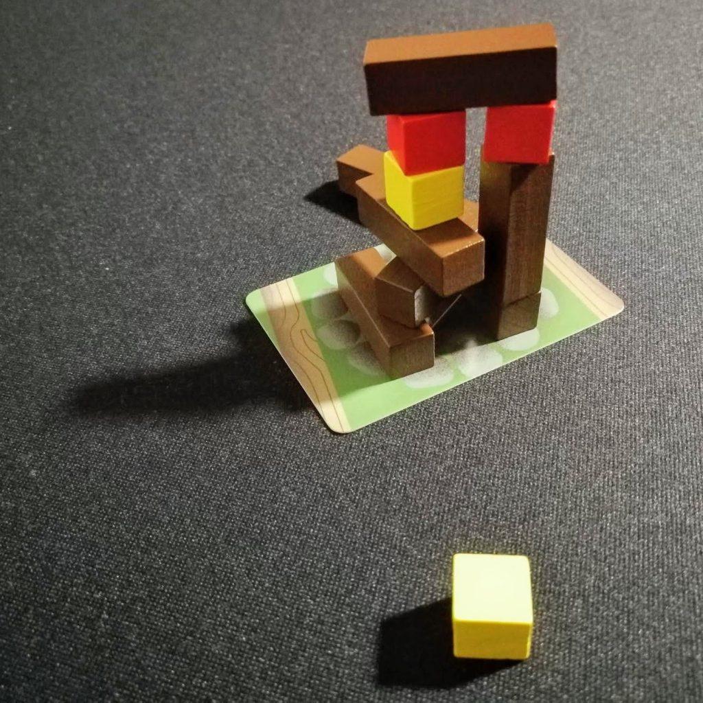 Construyendo estructura de la hoguera